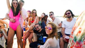 http://www.cruznbooz.com/home-2/the-best-party-boats-in-miami/